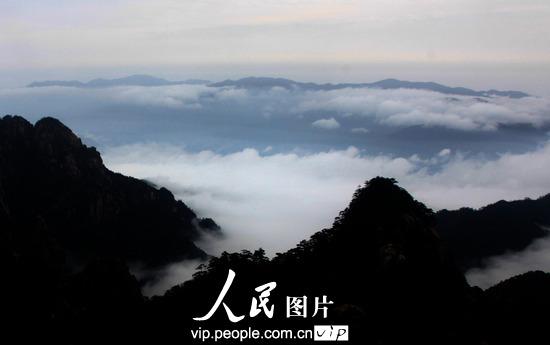 黄山风景区出现迷人壮观云海(图)- 中国日报网