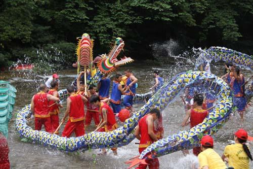 贵州/贵州施秉杉木河里舞龙