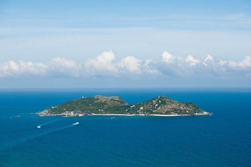 远眺海南陵水分界洲岛