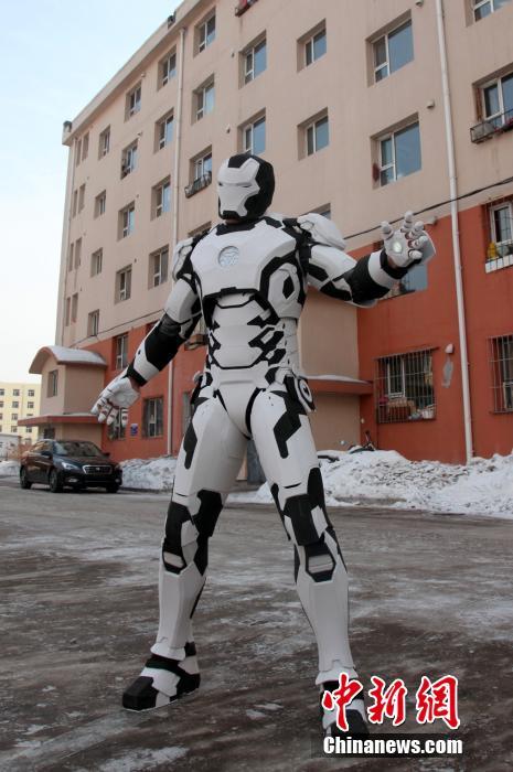 高清 吉林男子自制战衣变身 钢铁侠 高清图片