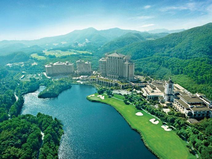 央视网) 景区简介:观澜湖旅游景区横跨深圳和东莞两个城市之间,是以高图片
