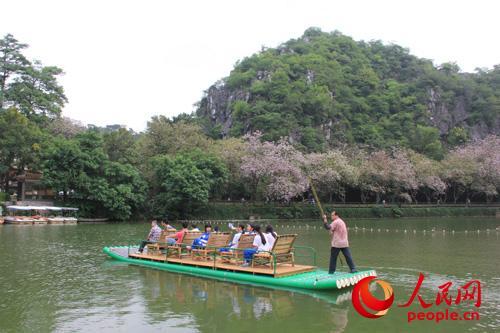 七星岩景区的特色旅游,开发水上娱乐项目,经过广东省肇庆星湖风景名胜