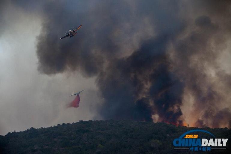 高清:美国加州南部爆发9处山林大火 数千民众逃离家园