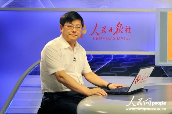 包头市达茂旗委书记伏瑞峰(人民网记者 张希摄)