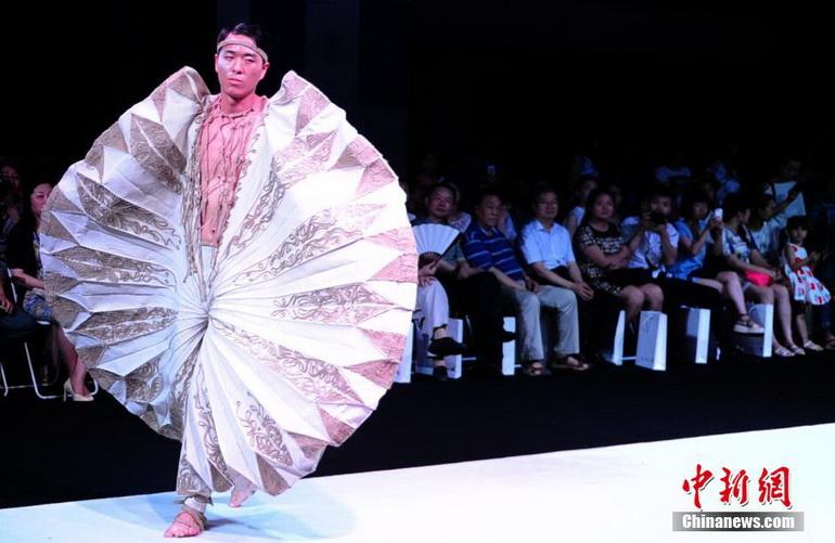 高清:武漢大學生服裝設計畢業作品秀綻放t臺【8】