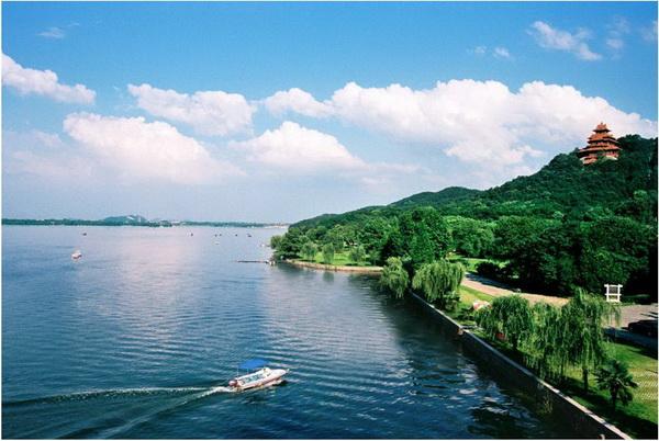 专题   东湖生态旅游风景区位于湖北省武汉市中心城区,是以大型自然
