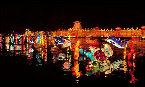 东湖生态旅游风景区位于湖北省武汉市中心