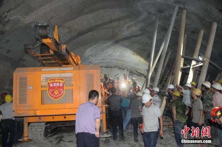 高清:云南富宁铁路隧道救援正在进行