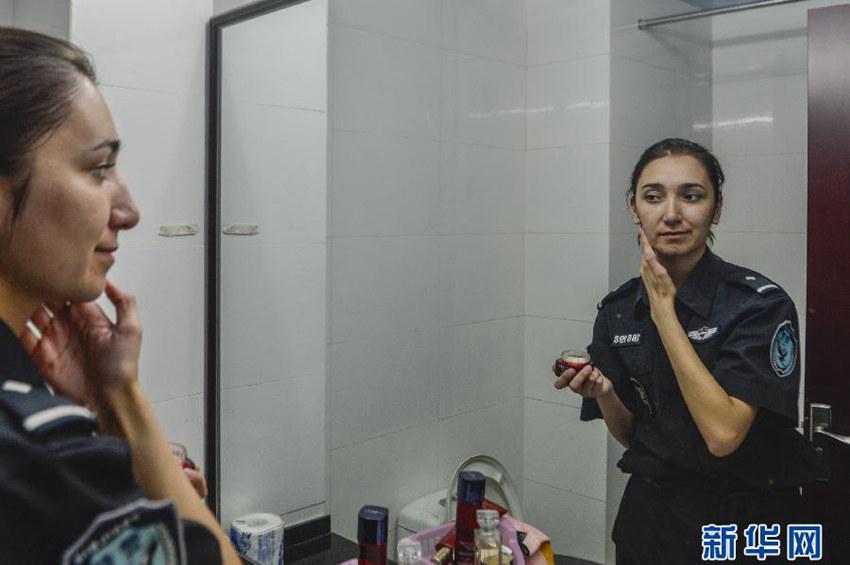 高清:新疆美女特警迪丽热巴