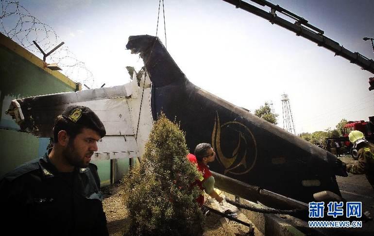高清:伊朗客机坠毁至少38人死亡 引擎发生故障