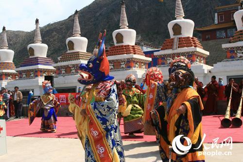 广宗寺庙会上的查玛舞