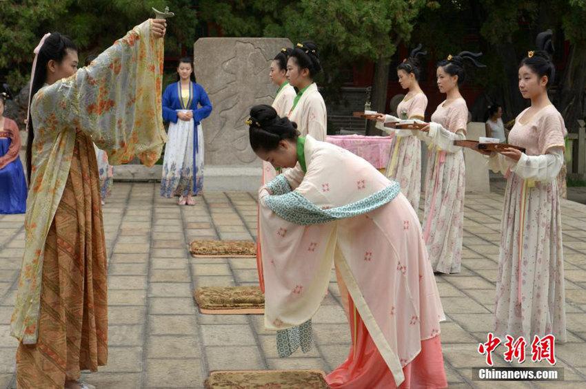 高清:山西太原文庙惊现18岁汉服美女【3】
