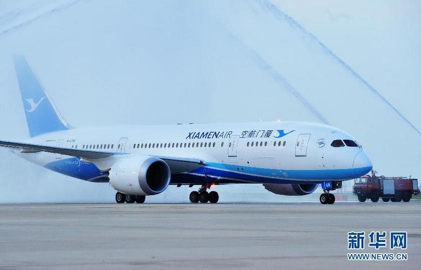 8月31日,厦航为其首架波音787飞机举行水门仪式.