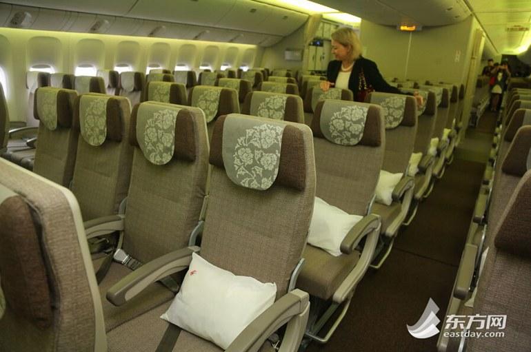 高清:波音777-300er交付东航