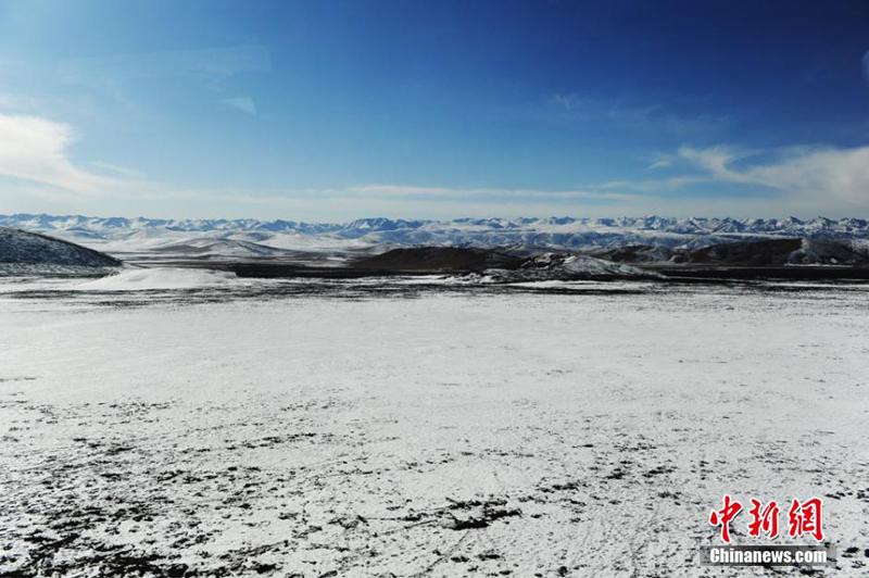 高清:兰新高铁沿线雪域高原冬日美景旖旎