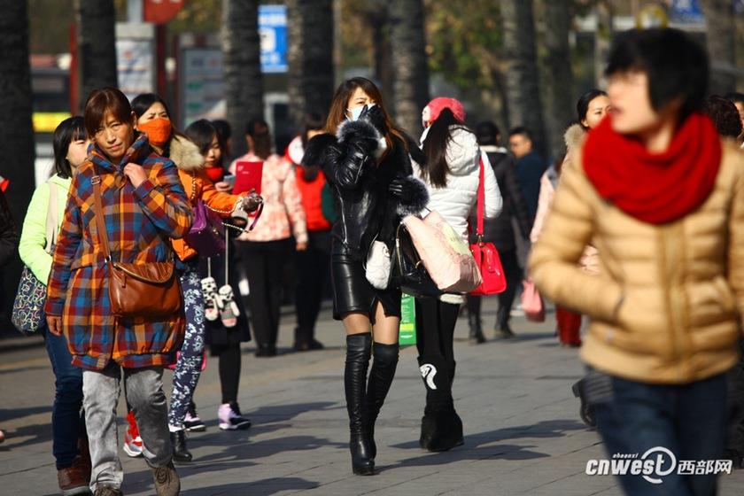 实拍西安冬日街头极品丝袜为美丽不惧a极品【美女情趣内衣人体私拍图片