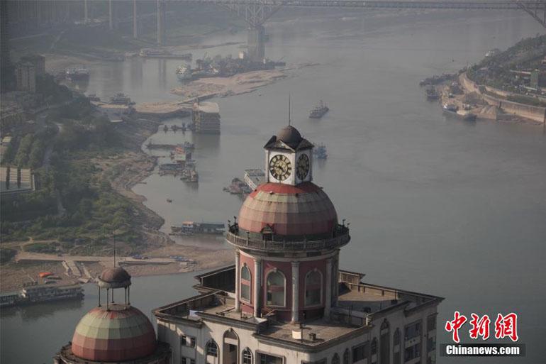 高清 重庆朝天门标志性大钟重新敲响图片