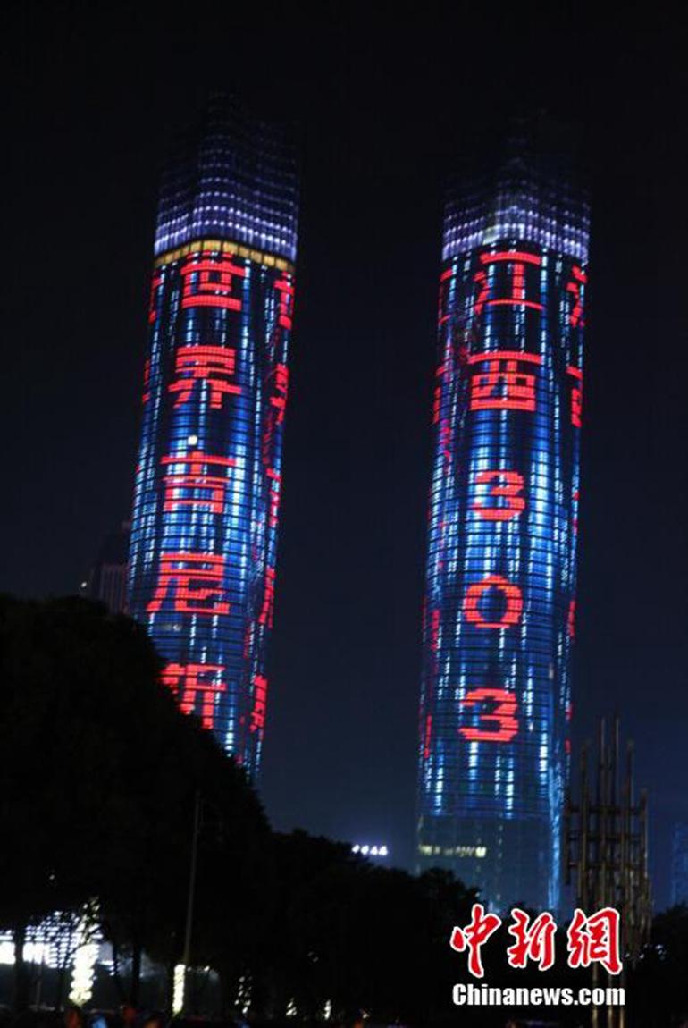 """高清:南昌双子塔成""""世界最大的led照明幕墙"""""""