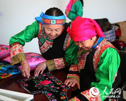 蒙古族刺绣工艺品
