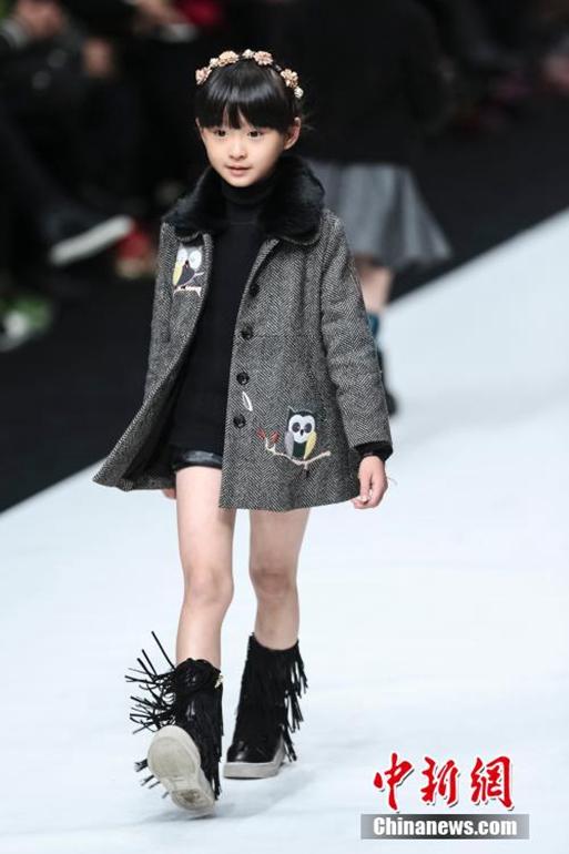 高清:中国国际时装周大秀巴洛克风亲子装