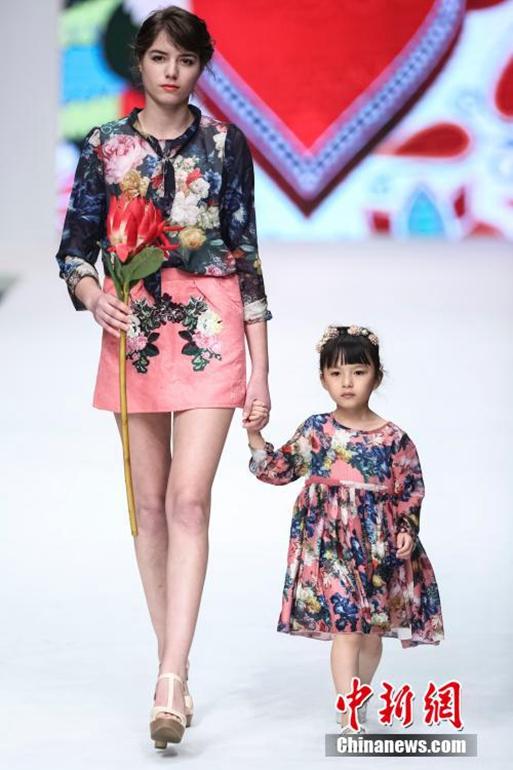 高清:中国国际时装周大秀巴洛克风亲子装【3】