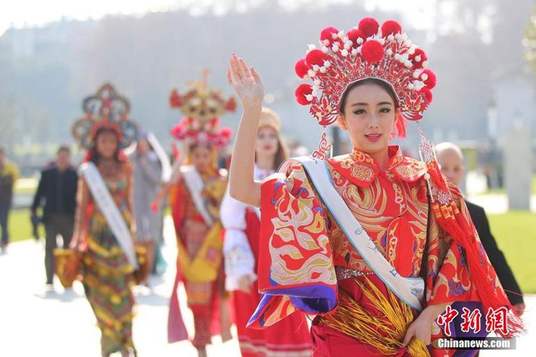 高清:全球生态旅游小姐走进南京博物院