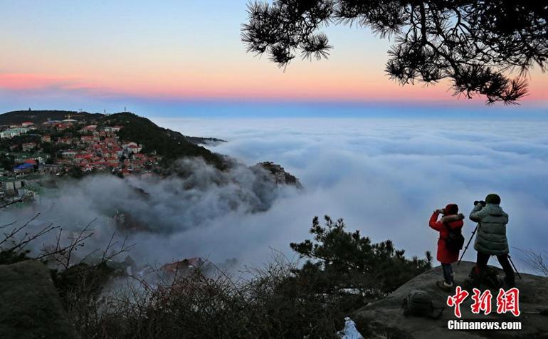 高清:庐山持续出现云海景观 云雾缭绕美不胜收