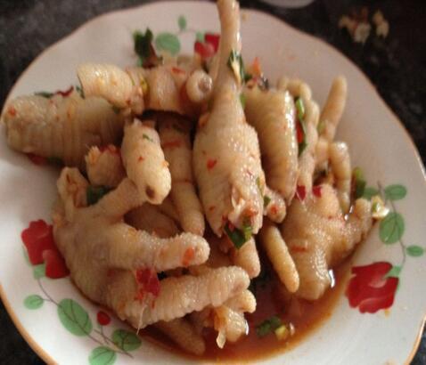 辣鸡脚  辣鸡脚源于泡椒凤爪,味道却有酸、甜、辣,吃起来酥鲜入味……[详细]