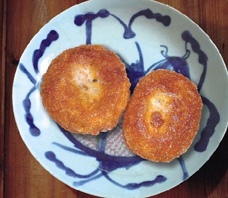 油墩  传说黎里油墩是为乾隆皇帝而制,常见馅有豆沙和全肉馅两种……[详细]