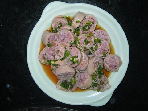 套肠  套肠是黎里著名小吃,大肠里套着小肠,切面和莲藕有些相像……[详细]