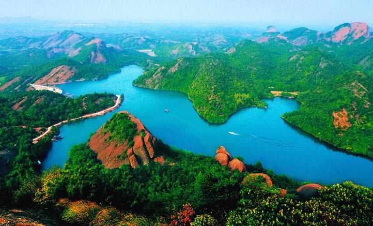 江西省上饶市龟峰景区(来源:龟峰风景名胜区官网) 人民网北京2月17日电 (记者刘佳)记者从国家旅游局获悉,新一批5A级旅游景区开始公示,公示期为2月16日至22日。在此次公示的名单中,全国共有20个景区入选。据了解,国家旅游局上次公示5A级旅游景区是在2016年10月。 公示名单 1.