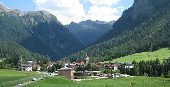 风景如画的瑞士村庄禁止游客拍照,以便他们能专心欣赏风景.