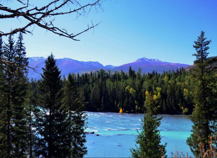 新疆文旅特色旅游线路新疆维吾尔自治区是著名的歌舞之乡、瓜果之乡、黄金玉石之邦,旅游资源丰富。