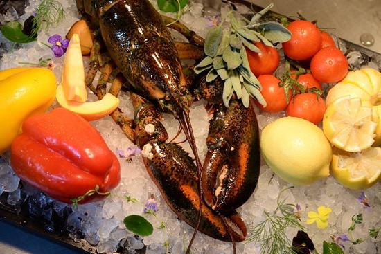 荣尊1893及紫金阁甄选上等波士顿龙虾,与宾客共赴味蕾盛宴。