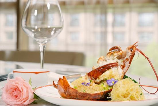 紫金阁–金蒜银丝蒸波士顿龙虾。