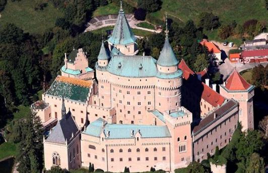斯洛伐克文旅特色线路斯洛伐克资源丰富,拥有独特、婀娜多姿的风景,静谧而又未加雕琢的自然风光。