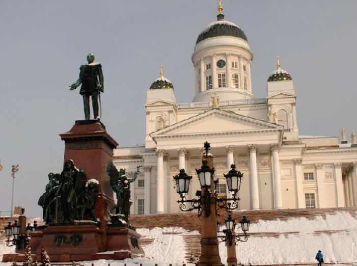 """芬兰文旅特色线路芬兰位于欧洲北部。内陆水域面积占全国面积的10%,有""""千湖之国""""之称。"""