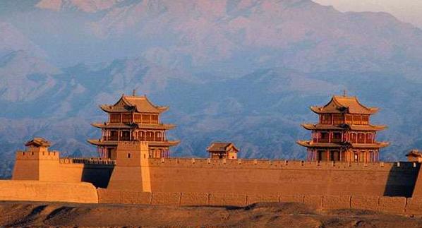 甘肃文旅特色旅游线路甘肃资源丰富,有敦煌莫高窟、鸣沙山、月牙泉、甘南、嘉峪关、张掖等。