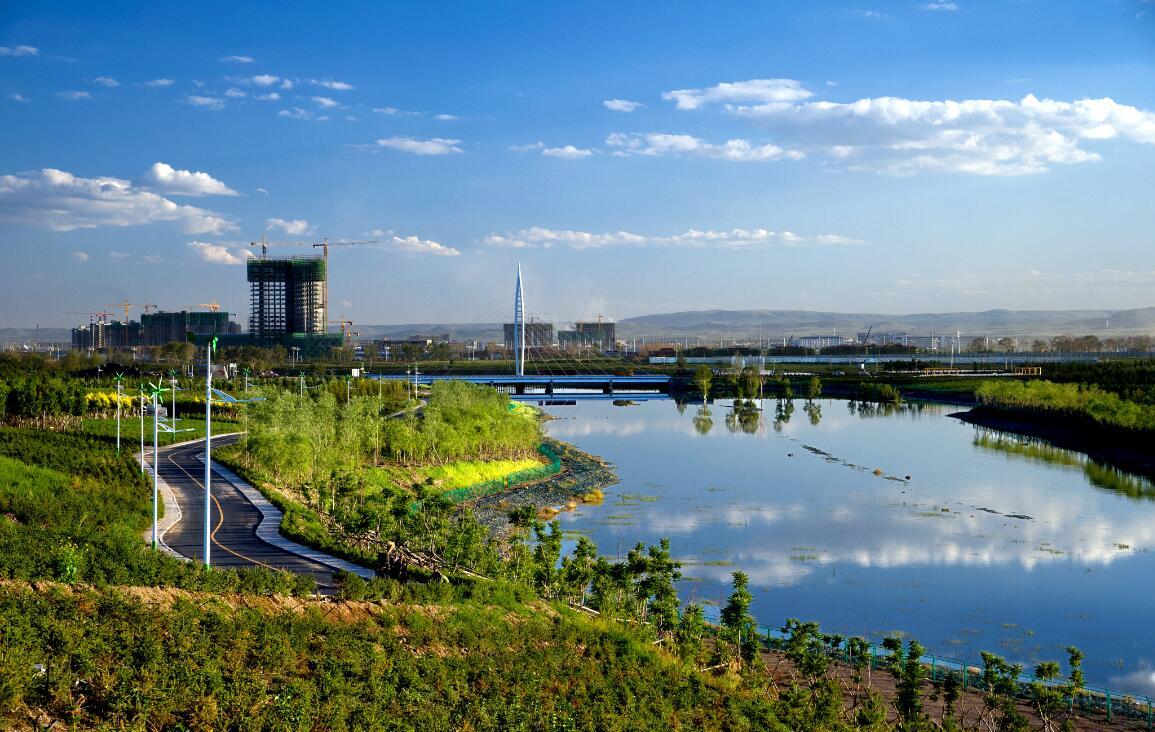 """内蒙古乌兰察布霸王河生态小镇""""山在城中、城在园中、人在绿中、花在眼中"""",已成为乌兰察布的美景。"""