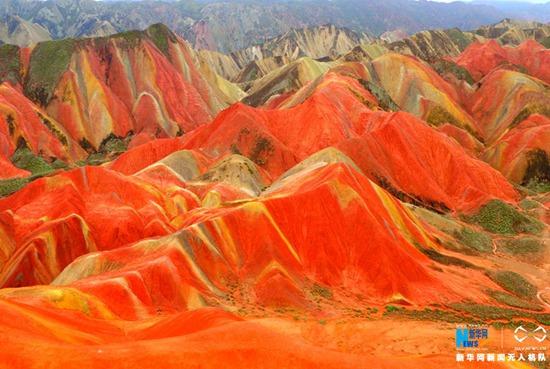 图为航拍张掖丹霞国家地质公园。新华网发 王生元 摄