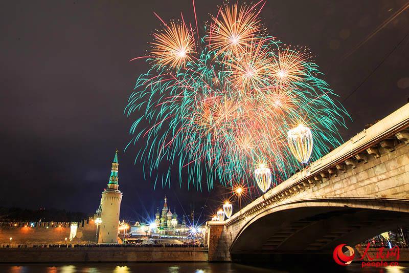 2018莫斯科跨年烟火炫彩夺目恍如仙境图片