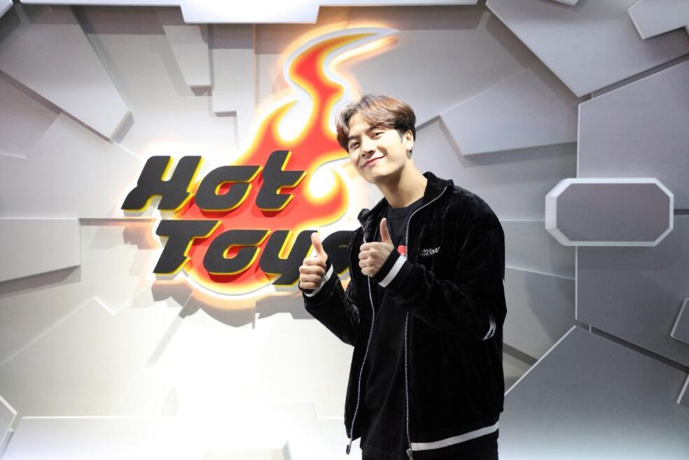 解锁游玩香港新方式跟随王嘉尔开启独嘉次元玩法