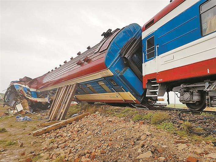 蒙古国列车脱轨 致9人受伤 交通运输发展部部长等人被