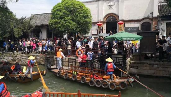 """吴江成为各地游客""""五一""""出游的水乡天堂四天揽客55.48万人次"""