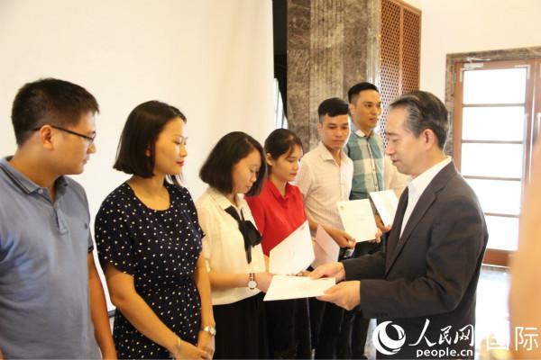 """中国驻越南使馆举行""""中国政府奖学金录"""