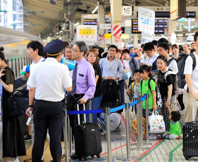 日本出现盂兰盆节返乡的客流高峰高速拥
