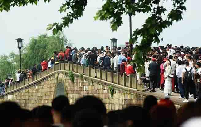 """70年70问:中国为什么会有假期""""黄金周""""?"""
