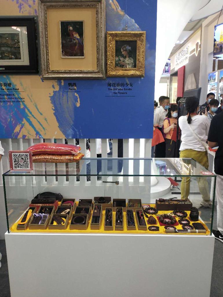 中国紫檀博物馆在服贸会的展台