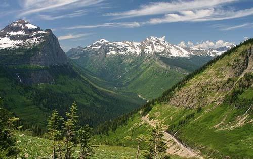 北美的落基山脉跨越了加拿大和美国