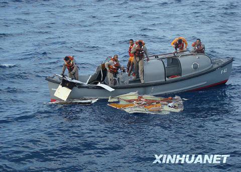 巴西军方打捞出法航失事客机部分残骸及数百件